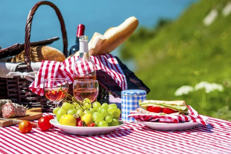 https://www.thinkstockphotos.com/image/stock-photo-picnic-on-the-grass/179869267